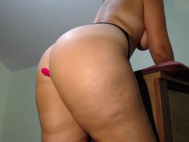 [26 Jul 07:22] naughty ass on desk
