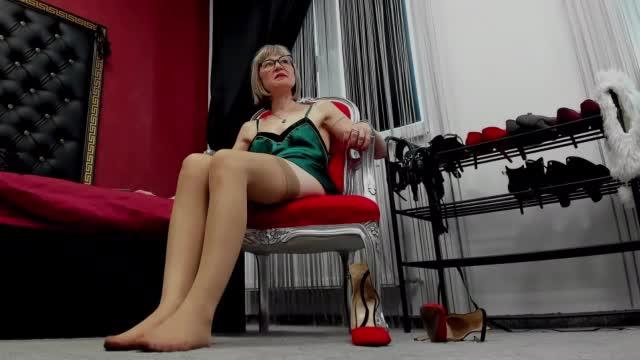 FOR ExBITIONIST ( close up Heels)